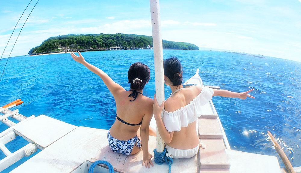 ボートに乗ってダイビングポイントへ出発!